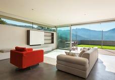 Binnenlandse, comfortabele woonkamer Stock Foto's