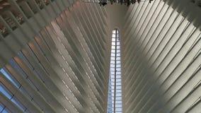 Binnenlandse Extreme het Perspectiefpanning van WTC Oculus van de centrumgrond stock videobeelden