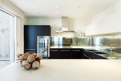 Binnenlandse luxeflat, keuken Stock Fotografie