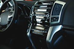Binnenlandse mening van auto met zwarte salon royalty-vrije stock fotografie
