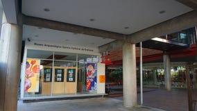 Binnenlandse mening van de bouw van het Archeologische Museum Culturele Centrum Orellana MACCO op de waterkant van de stad van Co Royalty-vrije Stock Afbeeldingen
