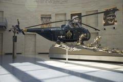 Binnenlandse mening van helikopter die bij het Nationale Museum van de Marine landt Stock Foto's