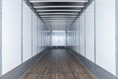 Binnenlandse mening van lege semi vrachtwagen droge van trailer royalty-vrije stock foto's