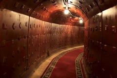 Binnenlandse mening van oude sovjetbunker stock foto