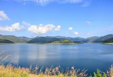 Binnenlandse meren en bergen Stock Foto