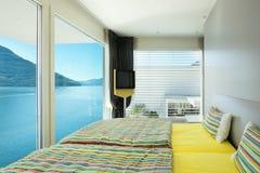 Binnenlandse, moderne flat, slaapkamer Royalty-vrije Stock Fotografie