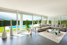 Binnenlandse, mooie woonkamer Stock Foto