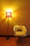 Binnenlandse ontwerpscène met een moderne witte stoel Royalty-vrije Stock Foto's