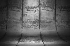 Binnenlandse ruimte met vuile concrete gebogen muur met naden 3d ren Royalty-vrije Stock Afbeelding