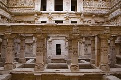 Binnenmening van Ranien ki vav, ingewikkeld geconstrueerd stepwell op de banken van Saraswati-Rivier Patan, Gujarat, India royalty-vrije stock afbeelding