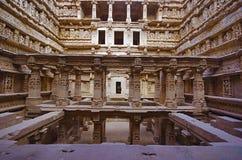 Binnenmening van Ranien ki vav, stepwell op de banken van Saraswati-Rivier Gedenkteken aan een koning Bhimdev I, Patan, Gujarat v royalty-vrije stock afbeeldingen