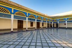 Binnenplaats bij Gr Bahia Palace in de oude stad van Marrakech stock foto's
