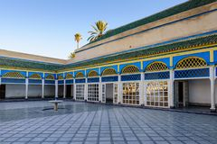 Binnenplaats bij Gr Bahia Palace in de oude stad van Marrakech stock foto