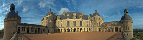 Binnenplaats bij het Kasteel van Chateau Hautefort in Frankrijk stock fotografie