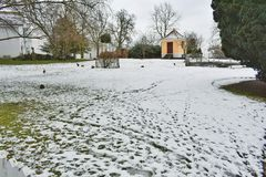 Binnenplaats in de winter Stock Foto's