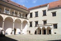 Binnenplaats in het kasteel van TelÄ  Stock Afbeeldingen