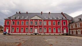 Binnenplaats met de neo klassieke bouw van Stavelot-abdij op een bewolkte dag royalty-vrije stock afbeeldingen