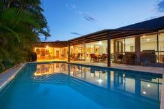 Binnenplaats met zwembad Royalty-vrije Stock Fotografie