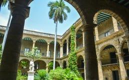Binnenplaats in oud Havana Royalty-vrije Stock Fotografie