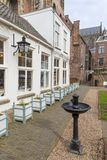 Binnenplaats in Nederlandse middeleeuwse stad van Utrecht royalty-vrije stock afbeeldingen