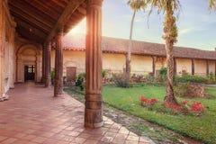 Binnenplaats van de kerk San Javier, Jezuïetopdrachten, Bolivië, Werelderfenis Stock Afbeeldingen