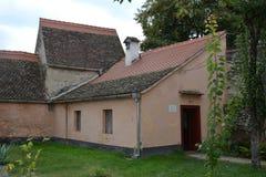 Binnenplaats van de oude middeleeuwse versterkte Saksische kerk in het dorp Cristian, Sibiu provincie, Transsylvanië, Roemenië royalty-vrije stock afbeeldingen