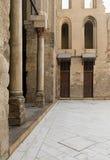 Binnenplaats van een historische moskee in Oud Kaïro, Egypte royalty-vrije stock afbeeldingen