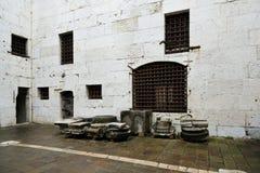 Binnenplaats van een oude Italiaanse gevangenis in het paleis van de doge, Veneti? royalty-vrije stock foto