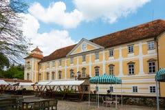 Binnenplaats van kasteel in Slovenska Bistrica Royalty-vrije Stock Afbeeldingen