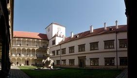 Binnenplaats van kasteel in stad Bucovice in Tsjechische Republiek Stock Afbeelding