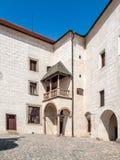 Binnenplaats van Ledec-Kaste, Ledec-nad Sazavou, Tsjechische Republiek Mening van Kasteeltoren royalty-vrije stock afbeeldingen