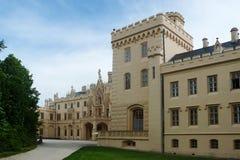 Binnenplaats van Lednice Chateau in de Engelse Neogotische stijl royalty-vrije stock foto's