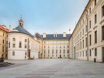 Binnenplaats van Nieuw Royal Palace, het Kasteel van Praag stock fotografie