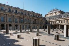 Binnenplaats van Royal Palace, kolommen van Buren en dak van Stock Afbeeldingen