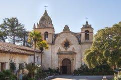 Binnenplaatsmening van Opdracht San Carlos in Carmel stock foto