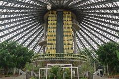 Binnentuinstructuur die tot het observatieplatform van de Botanische Tuin van Yeomiji bij Jeju-Eiland leiden stock afbeeldingen