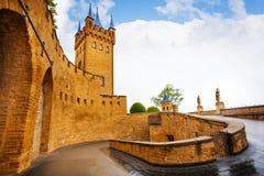 Binnenwerf van Hohenzollern-kasteel na regen royalty-vrije stock foto