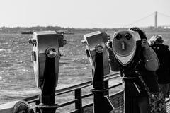 Binocolo binoculare del cannocchiale sul nero di Liberty Island New York Fotografia Stock