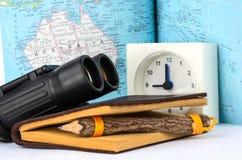 Binocolo e mappa Fotografia Stock