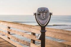 Binocolo facente un giro turistico sul pilastro Immagine Stock Libera da Diritti