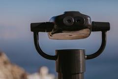 Binocolo a gettoni alla spiaggia fotografia stock libera da diritti