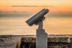 Binocolo grande sulla piattaforma di osservazione Fotografie Stock