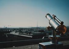 Binocolo sopra Parigi immagine stock libera da diritti