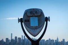Binocolo turistico su Manhattan Fotografia Stock