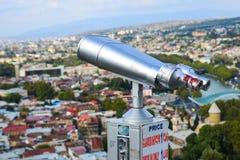 Binoculair op de bovenkant van berg royalty-vrije stock afbeeldingen