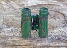 Binocular com o sistema ótico esclarecido imagem de stock