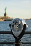 Binoculare con la statua di libertà Fotografia Stock Libera da Diritti