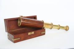 Binoculare e casella 1 fotografia stock