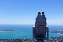 Binoculare sulla cima di costruzione Immagini Stock Libere da Diritti