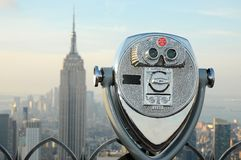 Binoculars overlooking the Manhattan skyline Stock Photo